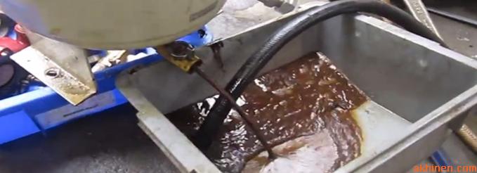 Dầu máy nén khí bị bẩn hoặc quá hạn sử dụng